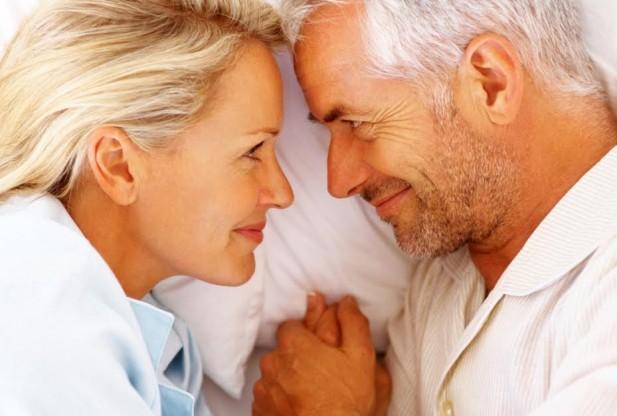 Coppia a letto menopausa - Accantoalladonna Udine