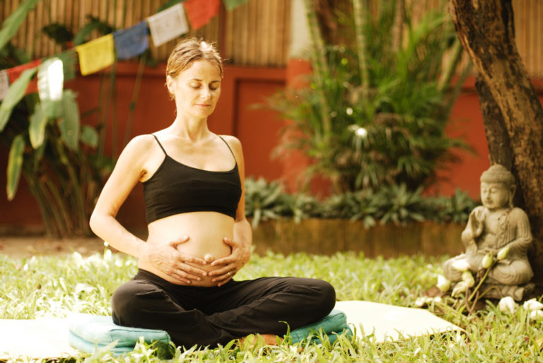 Donna che respira in gravidanza - Accantoalladonna Udine