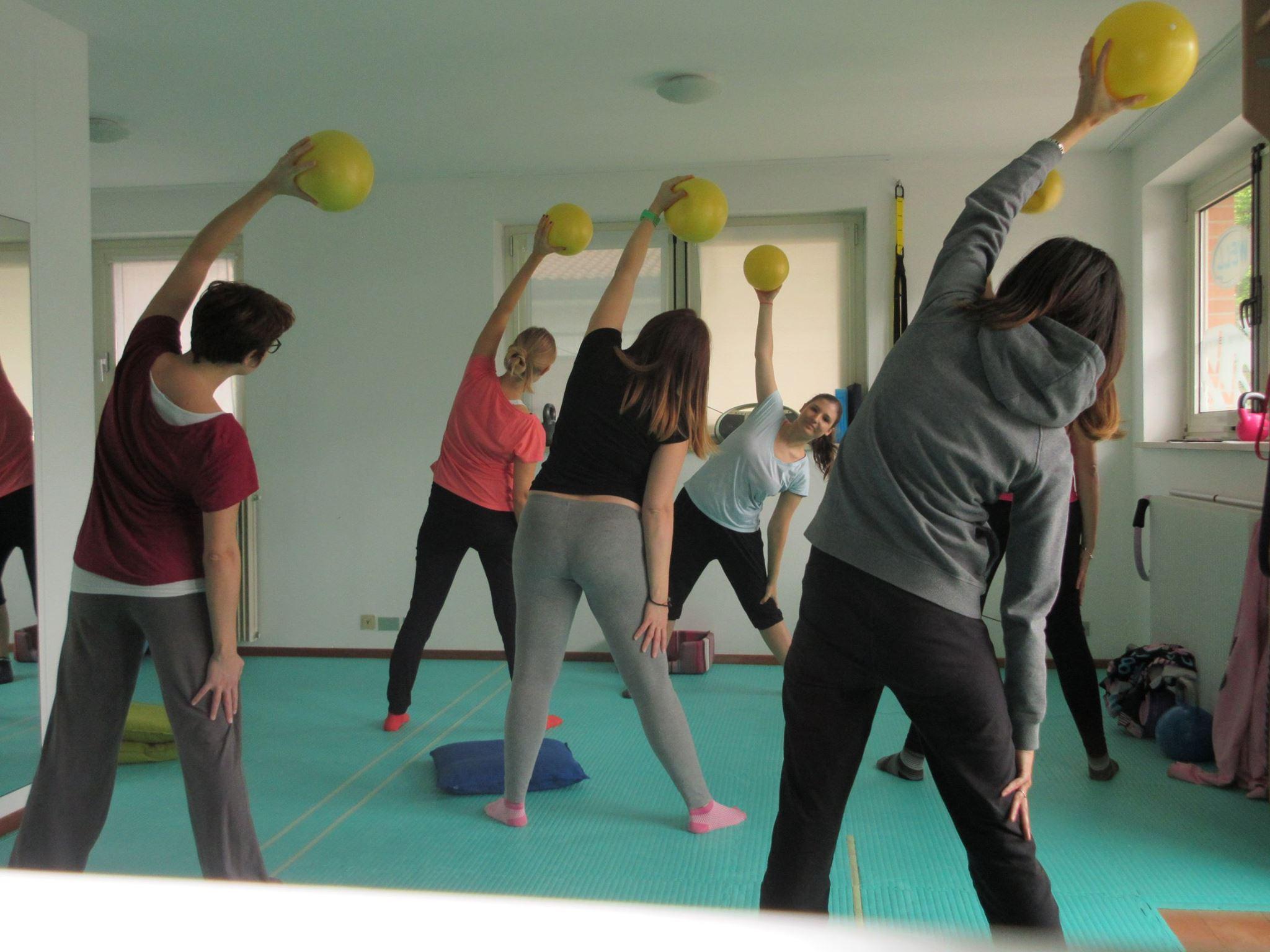 ginnastica in gravidanza a Udine-accanto alla donna